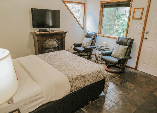 Cobble Wood & Bird Sanctuary   Sunset Guesthouse Suite   Tofino Vacation