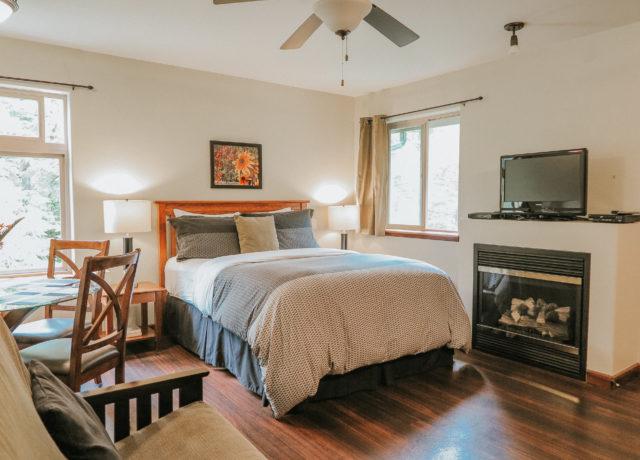 Cobble Wood & Bird Sanctuary Guesthouses | Tofino Vacation | Hummingbird Suite