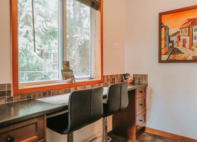 Cobble Wood & Bird Sanctuary Guesthouses   Tofino Vacation   Sunset Suite